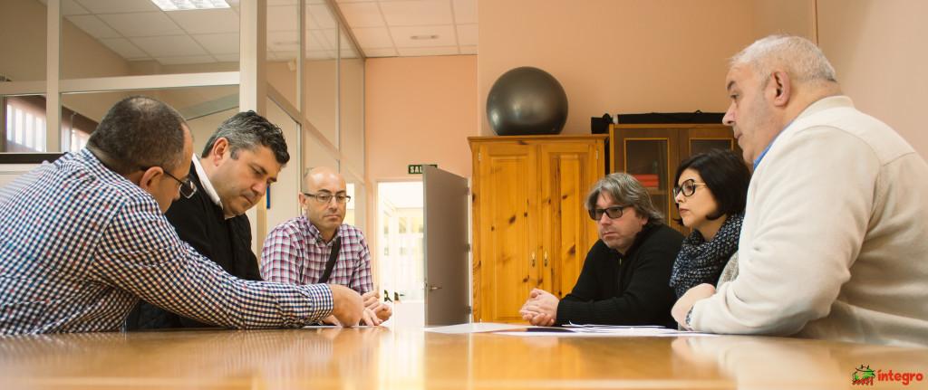 O delegado territorial da Xunta en A Coruña destaca o seu compromiso con Íntegro na súa primeira visita á entidade