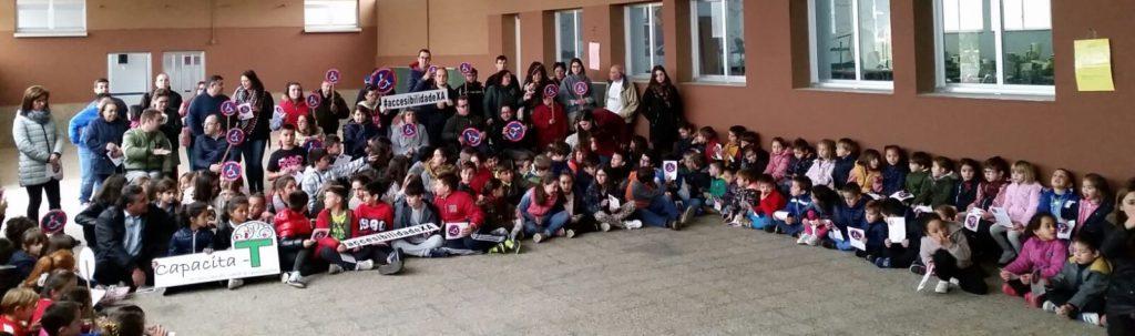 250 personas se movilizaron esta mañana en Ponteceso para exigir la accesibilidad universal