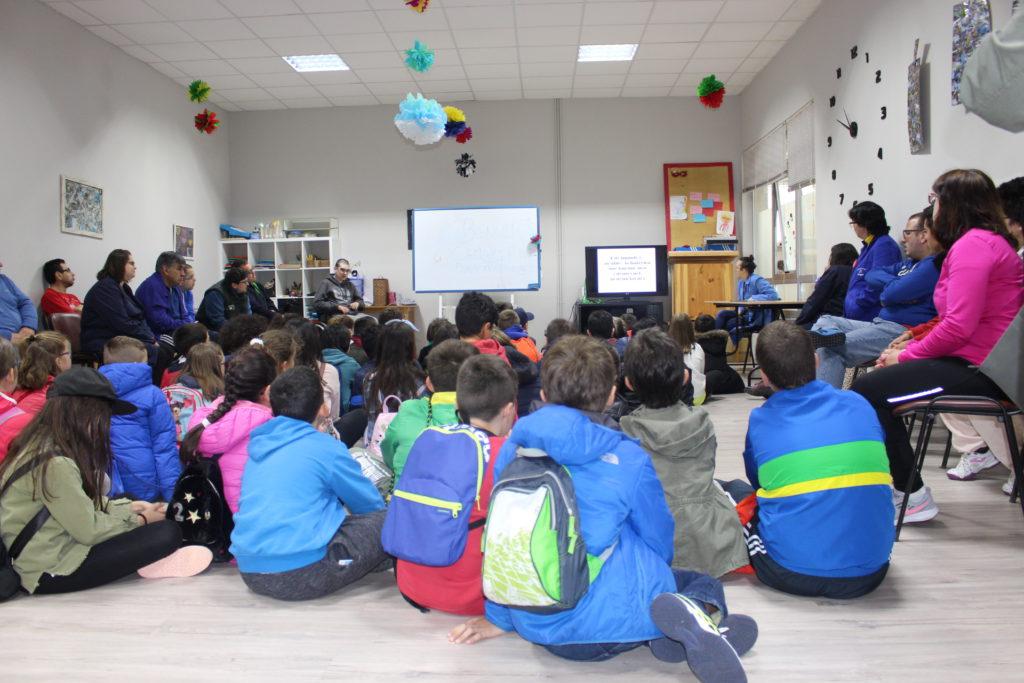 Escolares de Camariñas e Ponte do Porto comparten risas e coñecementos no Visítanos