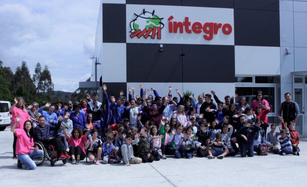 Alumnado de infantil e primaria de A Laracha, Camariñas e Ponte do Porto protagonizaron as últimas accións de sensibilización promovidas por Íntegro na Costa da Morte