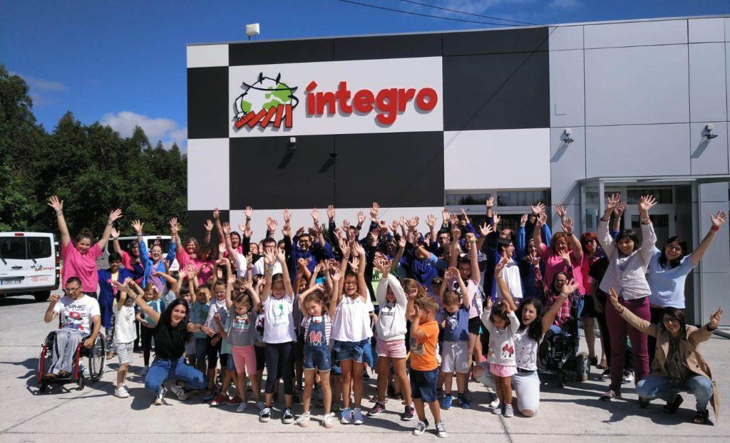 Un grupo de nenos e nenas do campamento de verán Xolda Ocio Infantil participou nunha xornada de sensibilización en Íntegro