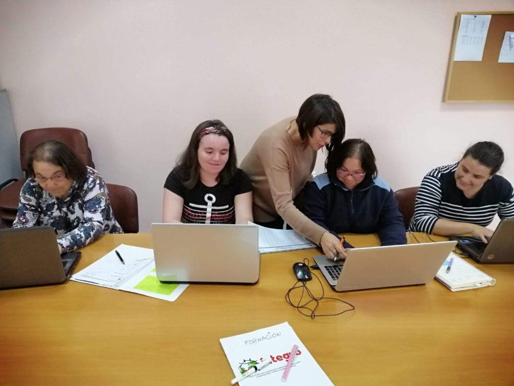 Rematado o curso de creación de perfís en webs de emprego para achegar ao mercado laboral ás mulleres con diversidade funcional do rural